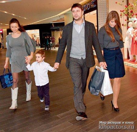Актер Виктор Логинов официально узаконил отношения с матерью своих детей